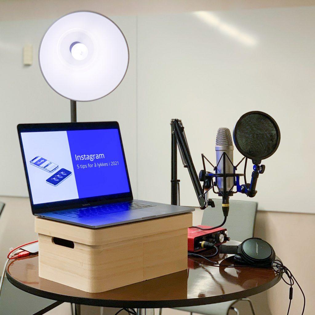 Med enkelt utstyr kan man enkelt holde webinar fra både hjemme og kontoret.